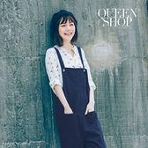 Queen Shop【04050434】多口袋木頭釦造型吊帶褲 兩色售*預購*