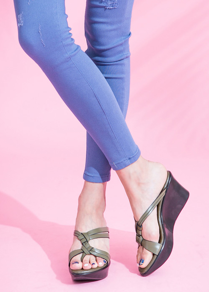 TAS 質感素面立體雙結繫帶楔型涼拖鞋-橄欖綠