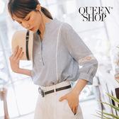Queen Shop【01095821】細條紋拼接蕾絲簍空上衣*預購*