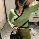 VK精品服飾 韓國風拼色V領針織衫短款露臍長袖上衣