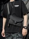 夏季新款斜背包男潮牌側背包胸包郵差包簡約隨身機能小掛包斜背包