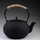 日本鐵壺-1.8L顆粒黑點鑄鐵茶壺61i3[時尚巴黎]