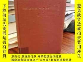 二手書博民逛書店The罕見little package : pages on literature and landscape f