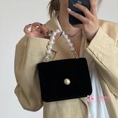 晚宴包 法式復古珍珠包包女新款絨面鍊條古風斜背包晚宴包手提小方包