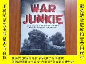 二手書博民逛書店英文原版小說罕見War Junkie One mans addi