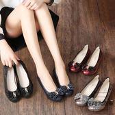 淺口媽媽軟底單鞋女平底舒適豆豆真皮百搭中老年大碼【時尚大衣櫥】