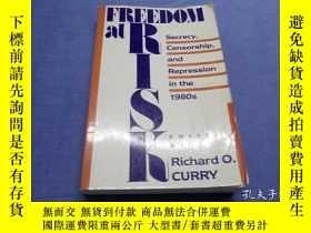 二手書博民逛書店Freedom罕見at Risk: Secrecy, Censo