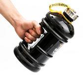 健身水壺 2.2L升大容量運動水壺戶外 便攜水杯 搖搖杯塑料太空杯  初見居家