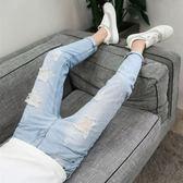 牛仔褲夏季9九分破洞淺藍色牛仔褲男士韓版修身乞丐小腳褲潮男裝男褲子 玩趣3C