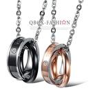 《 QBOX 》FASHION 飾品【W2016N861】精緻個性情侶唯一的愛雙環扣316L鈦鋼墬子項鍊(男/女款)