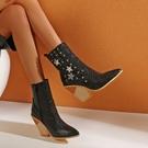 大尺碼女鞋34~48 2020新款潮流時尚星星鉚釘尖頭高跟短靴~4色