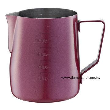 金時代書香咖啡 Tiamo 不沾塗層厚款刻度指示拉花杯 600ml 紅色 HC7087RD