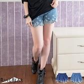 短褲--自然率性鬆緊腰頭下擺刺繡波浪丹寧短褲(深藍.淺藍XL-5L)-R165眼圈熊中大尺碼