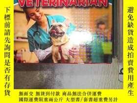 二手書博民逛書店WHO罕見WORKS IN MY NEIGHBORHOOD THE VETERINARIAN 在我家附近工作的獸醫