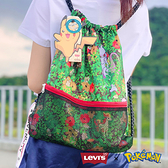 Levis X Pokemon 寶可夢限量聯名 男女同款 健身背包 / 滿版寶可夢花園印花 / 精靈球旗標 / 網格收納