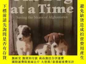 二手書博民逛書店One罕見Dog at a Time: Saving the S