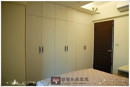 【歐雅系統家具】 系統家具客製化訂做 / EGGER板材   臥室系統衣櫃 特價:56474