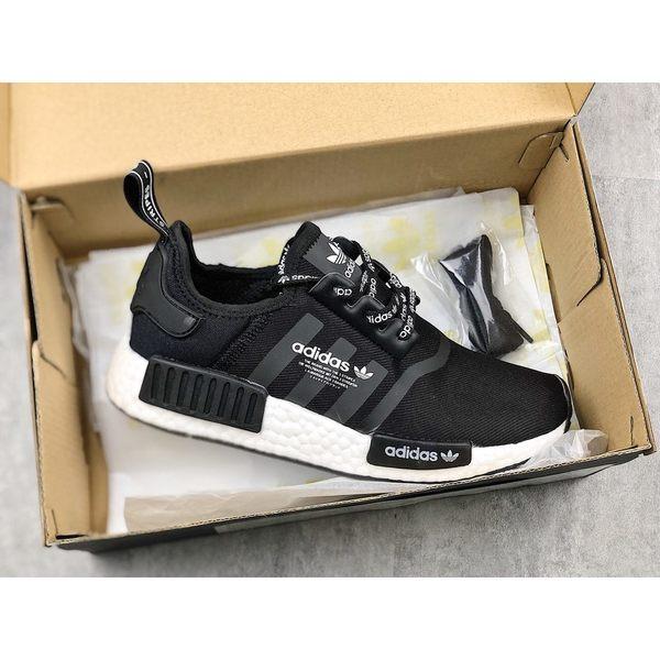 new arrival 0fbf9 b85d8 現貨 Adidas NMD R1 Logo BOOST 黑白 文字鞋帶 海外限定 男 F99711