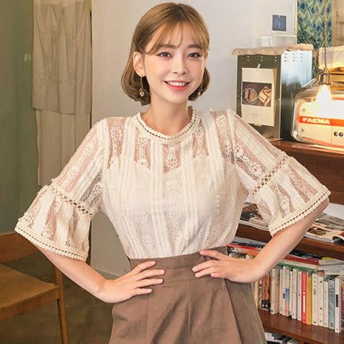 Qmigirl 韓版女裝透視花邊領鉤花鏤空喇叭短袖打底蕾絲衫【T1611】