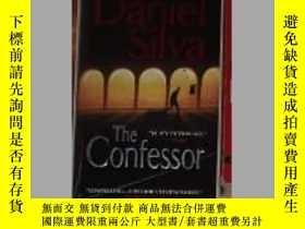 二手書博民逛書店英文原版罕見The Confessor by Daniel Si