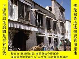 二手書博民逛書店The罕見Lhasa House: Typology of an Endangered Species 拉薩建築奇
