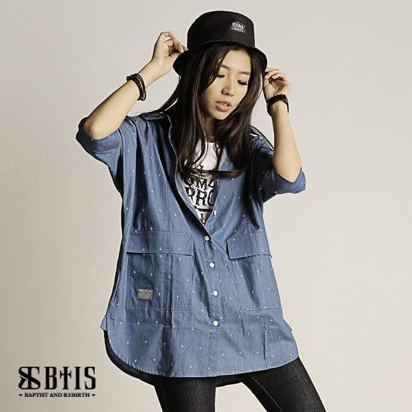 【BTIS】單寧滿版十字印花 短袖罩衫 / 淺藍色