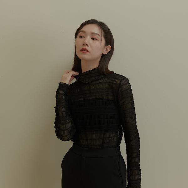 Queen Shop【01097141】質感蕾絲高領透膚上衣 兩色售*現+預*