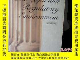 二手書博民逛書店The罕見Legal and Regulatory Enviro