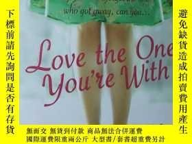 二手書博民逛書店英文原版書罕見Love the One You re With
