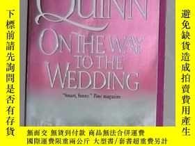 二手書博民逛書店英文原版罕見On the Way to the Wedding
