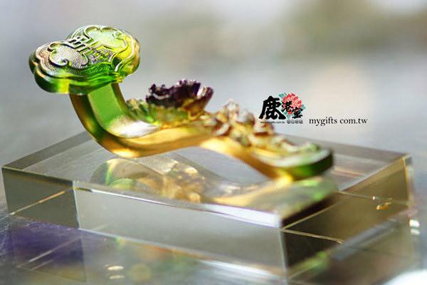 【鹿港窯】居家開運琉璃擺飾.獎牌【富貴如意】 ◆含水晶座◆附精美包裝◆免運費送到家