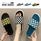 [Here Shoes]男女款 2cm拖鞋 休閒百搭經典復古黑白格 防水防雨平底居家室內涼拖鞋 海灘鞋-AW028