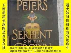 二手書博民逛書店The罕見Serpent on the Crown Elizabeth Peters 英語原版精裝Y67893