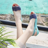 夏季塑料涼鞋女坡跟厚底海邊度假媽媽沙灘鞋女魚嘴水晶果凍鞋