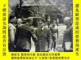 二手書博民逛書店英文原版罕見The Führer's Headquarters:
