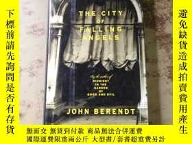 二手書博民逛書店The罕見City of Falling Angels (英文精