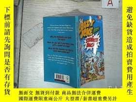 二手書博民逛書店英文 原版繪本The罕見Crazy Joke Book Strikes Back 瘋狂的笑話書 (002)Y2