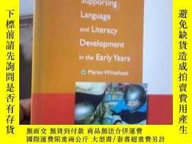 二手書博民逛書店Supporting罕見Language and Literac
