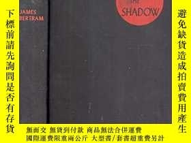 二手書博民逛書店Beneath罕見the Shadow: A New Zeala