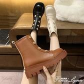 韓版切爾西短靴女2020秋新款厚底紐扣皮面馬丁靴機車煙筒靴長筒靴 范思蓮恩