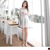 OB嚴選《DA3257-》公主線素色雕花布蕾絲珍珠點綴五分袖洋裝.2色--適 S~XL
