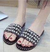 夏季新款平底一字型涼拖韓版外穿女鞋水鉆柳釘羅馬沙灘鞋 sxx2213 【雅居屋】