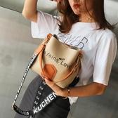 水桶包包女新款韓版潮百搭寬肩帶單肩包簡約撞色大容量斜背包 范思蓮恩