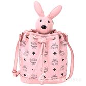 MCM RABBIT 粉色兔子玩偶造型束口水桶包(玩偶可拆當鑰匙圈使用) 1740312-05
