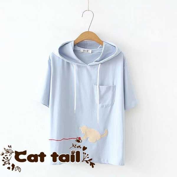 《貓尾巴》TS-01872 簡約小貓玩球刺繡連帽短袖T恤(森林系 日系 棉麻 文青 清新)