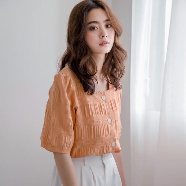 MIUSTAR 方領排釦微皺感棉麻上衣(共2色)【NH1365】預購