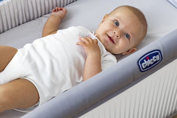Chicco Next 2 Me多功能親密安撫嬰兒床邊床Air版(五色可挑) 4990元+送床罩
