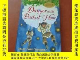 二手書博民逛書店DANGER罕見IN THE DARKEST HOUR 最黑暗的時刻也有危險Y20470 MARY POPE