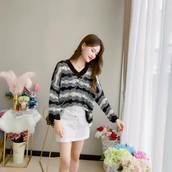 2018秋季新款韓版氣質寬鬆套頭鏤空拼色針織V領長袖薄款上衣罩衫