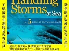 二手書博民逛書店HANDLING罕見STORMS AT SEA: The 5 Secrets of Heavy Weather S
